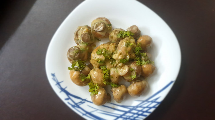 Cheesy garlic mushrooms
