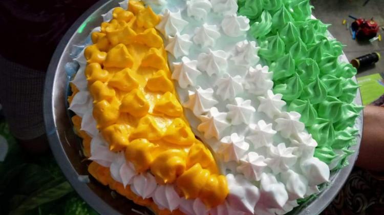 TRICOLOR EGG CAKE